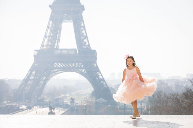 Eiffel Tower trocadero Family photos cute daughter pircture twirling paris